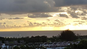 Sea Sunset & Golf Course View Apartment @ The Loft, Imago