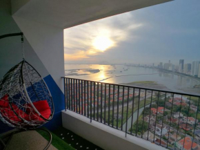 Gurney Seaview Condo with Balcony