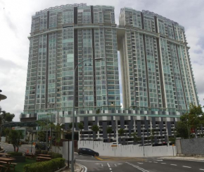 Seaview Paragon condo